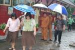 Cabup Heru bersama keluarga usai pencoblosan Minggu (18/4) - (Foto : Hr-RSP)
