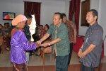 Secara Simbolis : Sekda Subeno serahkan bantuan kepada korban - Foto : Hr-RSP